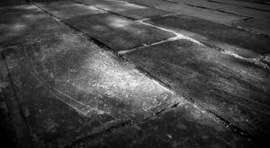 188-bricks-wall-black-and-white-wallpaper